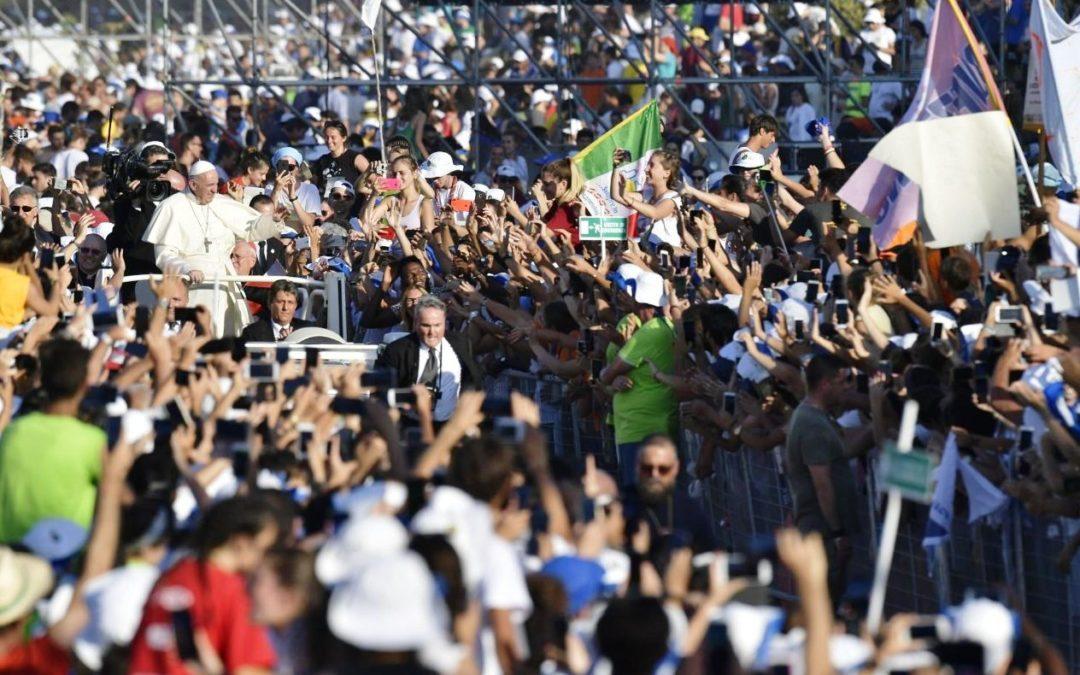 Igreja: Papa vive dia de festa com dezenas de milhares de jovens italianos e desafia-os a sonhar sem «medo» (c/vídeo)