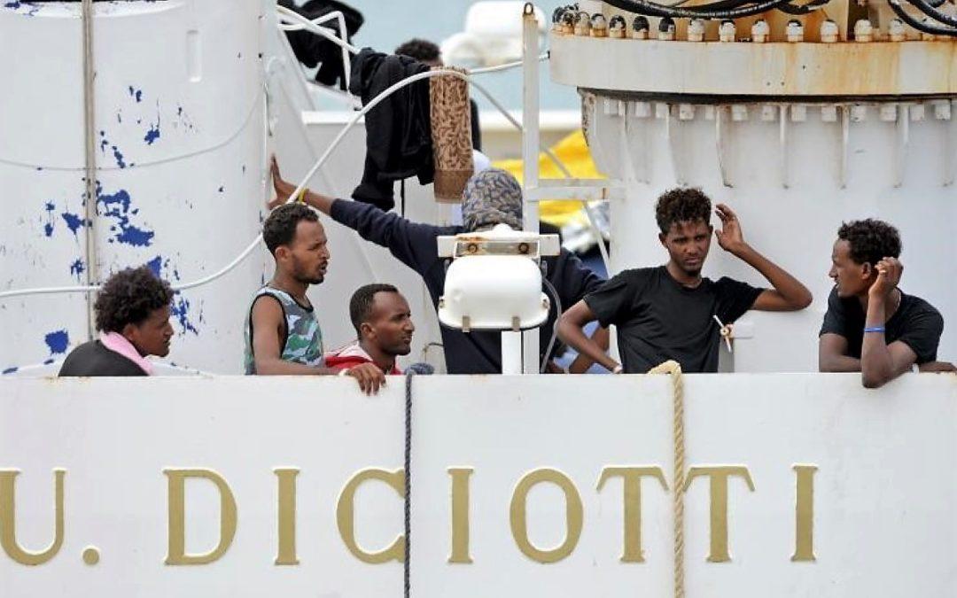 Itália/UE: Igreja Católica decisiva na resolução do impasse em torno dos migrantes do navio «Diciotti»