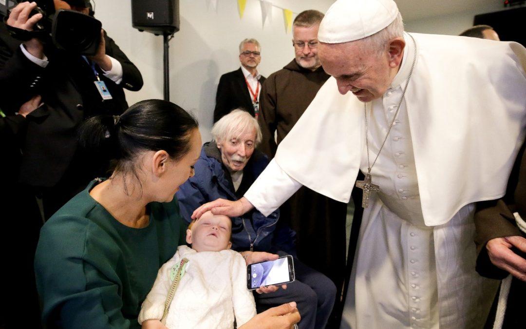 Irlanda: Papa pede aos mais pobres para que «rezem pela Igreja, pelos seus sacerdotes e bispos»
