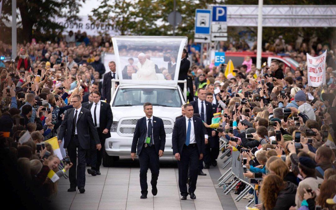 Vaticano: Papa visita países do Báltico em homenagem a quem foi perseguido por causa da sua fé