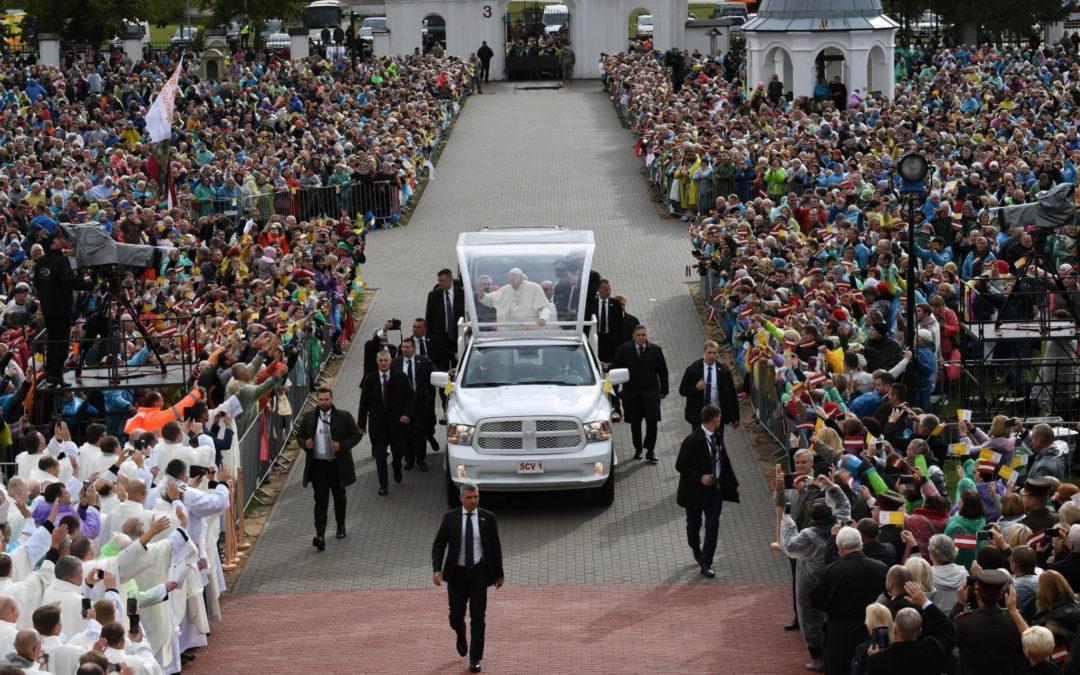 Letónia: Papa despede-se com apelo à «fraternidade universal» contra isolacionaismo político (c/vídeo)