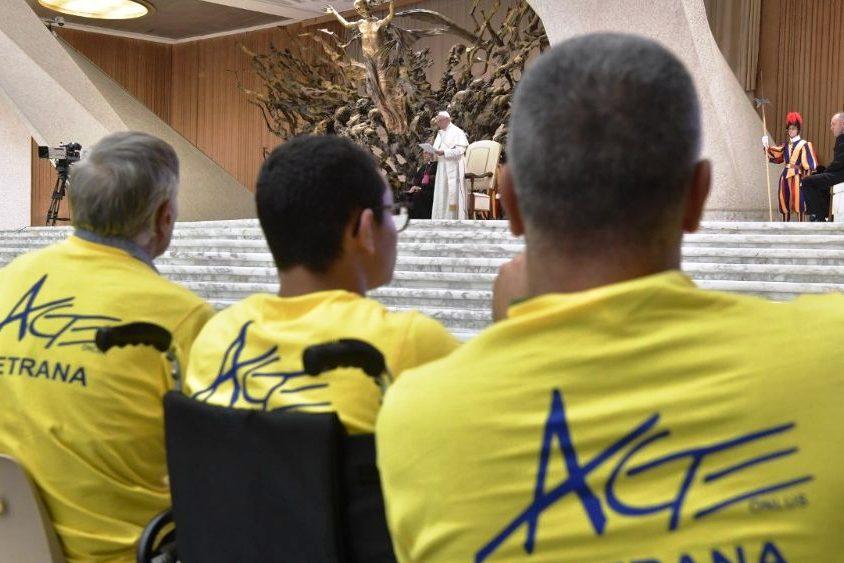 Vaticano: Papa pede aos pais que tenham confiança na escola e nos professores