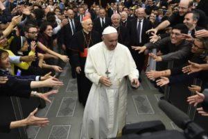 Sínodo 2018: Papa participa em encontro intergeracional com jovens e idosos