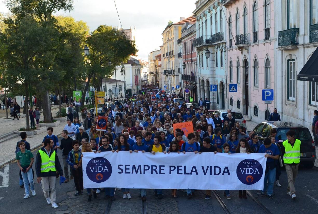 Sociedade: Caminhada pela Vida mobilizou milhares de pessoas contra «todas as formas de violação da vida humana»