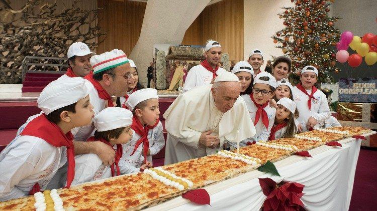 Vaticano: Papa celebra 81.º aniversário com pizza gigante