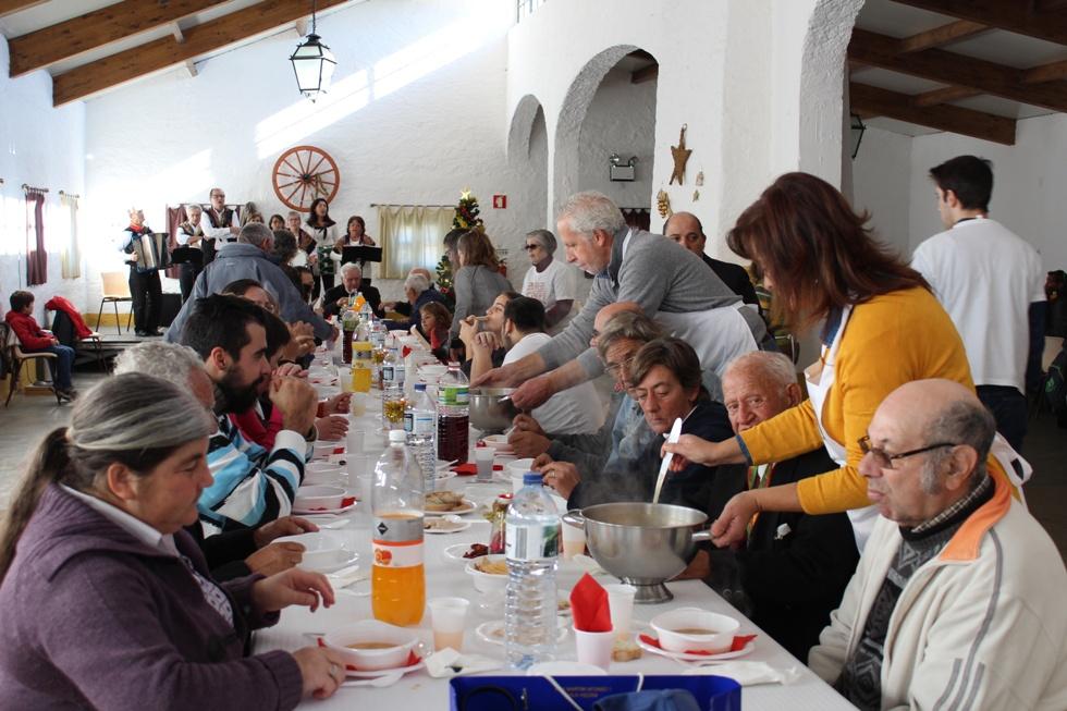 Évora: Associação «Pão e Paz» serviu almoço de Natal a mais de 100 pessoas necessitadas