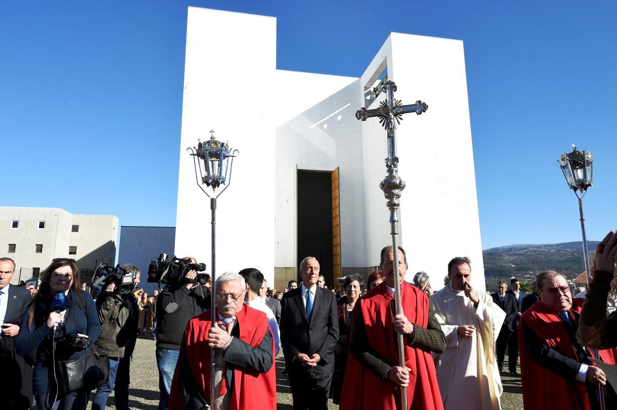 Igreja/Política: Presidente da República elogiou «dedicação» e «humanidade» de D. António Francisco dos Santos