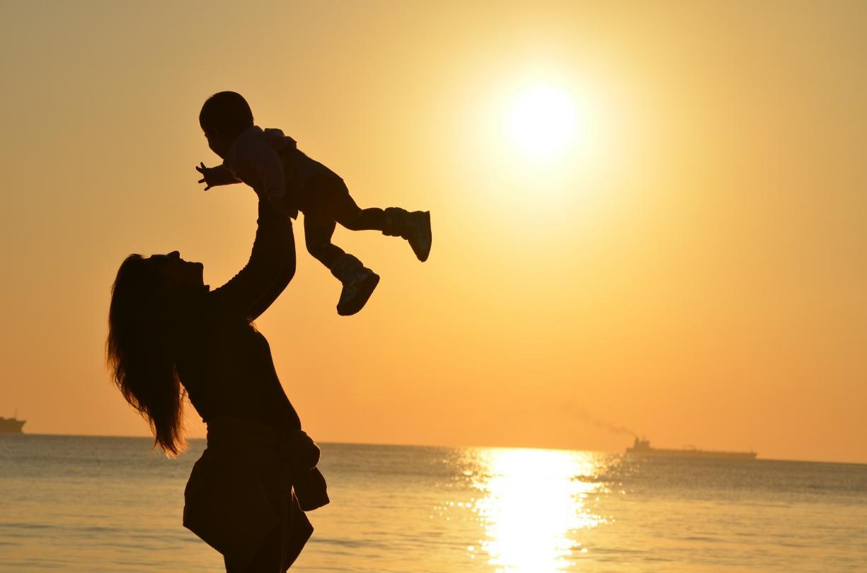 Portugal: Dia da Mãe deveria voltar a ser assinalado no dia 8 de dezembro -  D. Francisco Senra Coelho